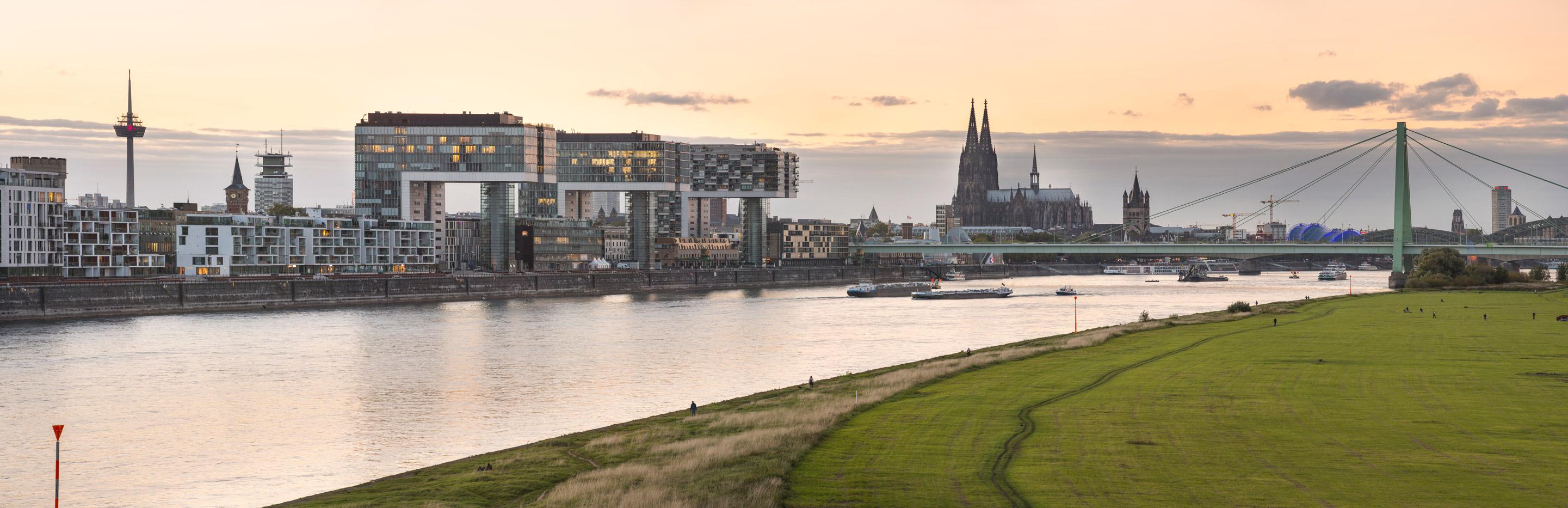Köln-Panorama Kranhäuser, Dom