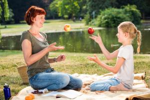 Jonglieren mit Äpfeln